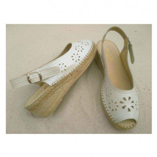 sandalete de senhora vazado flores