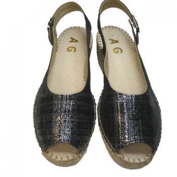 sandália decotada em pele