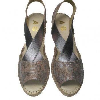 high sandal with wide elastics