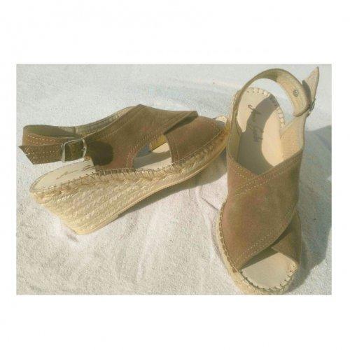 crossed lady sandal
